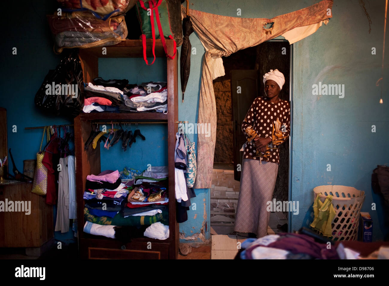 Amanda Nkosi 35-year-old single mother two stands in doorway children's bedroom She has been living in Mataffin - Stock Image