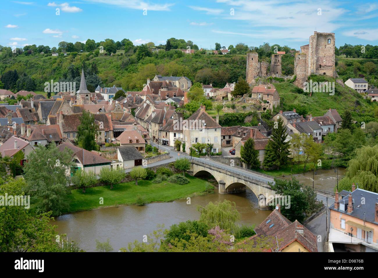 Village Of Herisson  The Castle  Bourbonnais  Allier  Auvergne Stock Photo