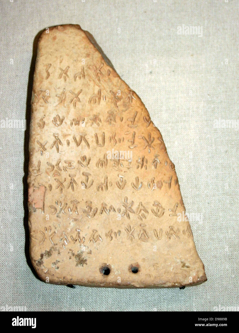 Clay tablet inscribed with Linear 'B' script. Minoan dated to 1400 BC, from Knossos. Crete. - Stock Image
