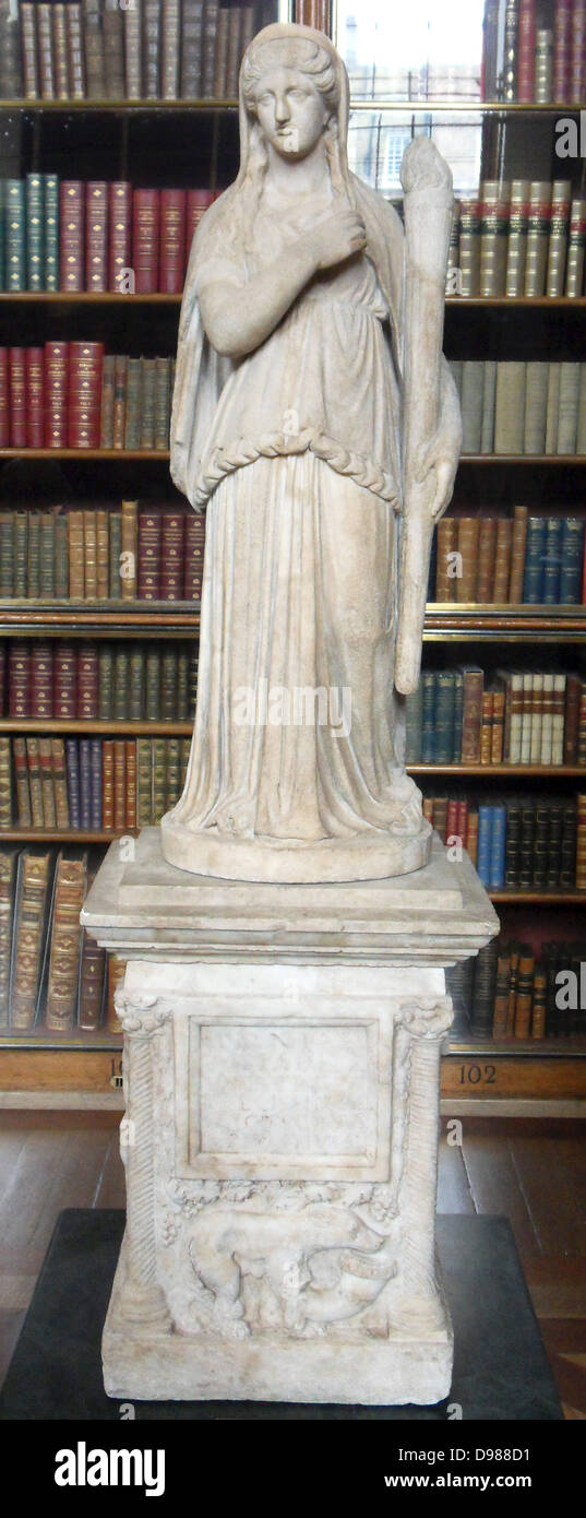 Statue of Demeter on an altar. Roman, 2nd century AD - Stock Image