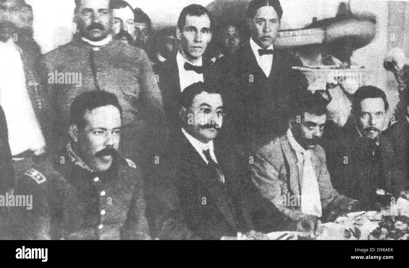 Seated, from left to right, Pancho Villa, Eulalio Gutíerrez, Emiliano Zapata and Felícitas Villareal. - Stock Image