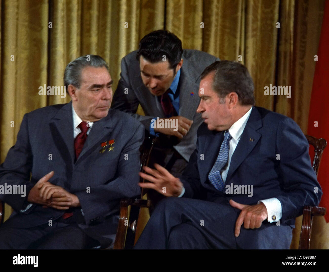 Brezhnev and Nixon talk during Brezhnev's June 1973 visit to Washington during the beginning of détente - Stock Image
