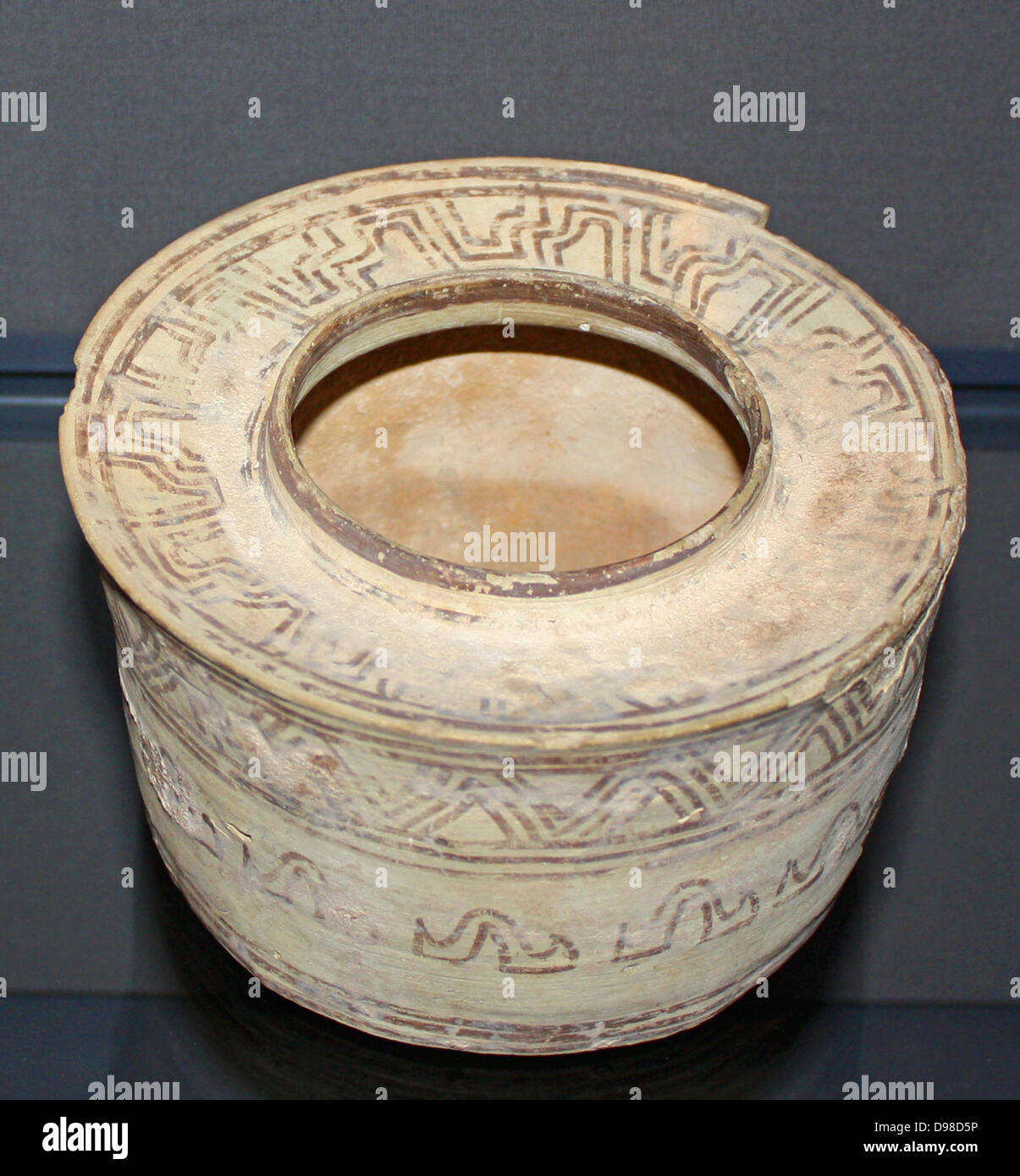 Nal style polychrome pot, Baluchistan, 3000-2000 BC.  Nal and other sites in Baluchistan were important pre-Harappa - Stock Image