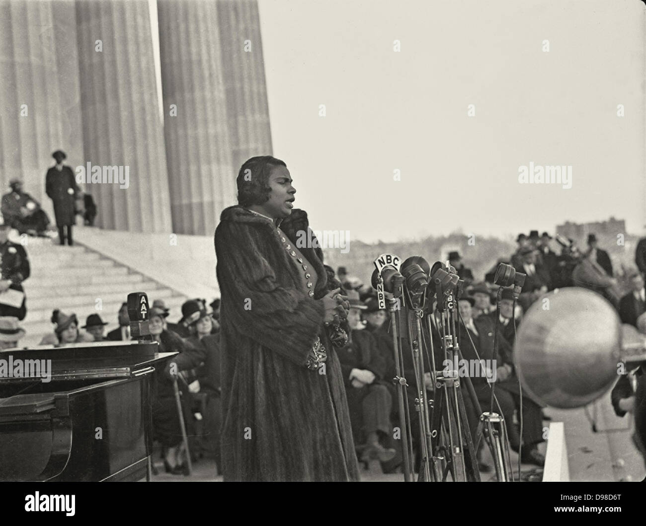 Marian Anderson (1897-1993) African American contralto singing at the Lincoln Memorial, Washington, Easter Sunday, - Stock Image