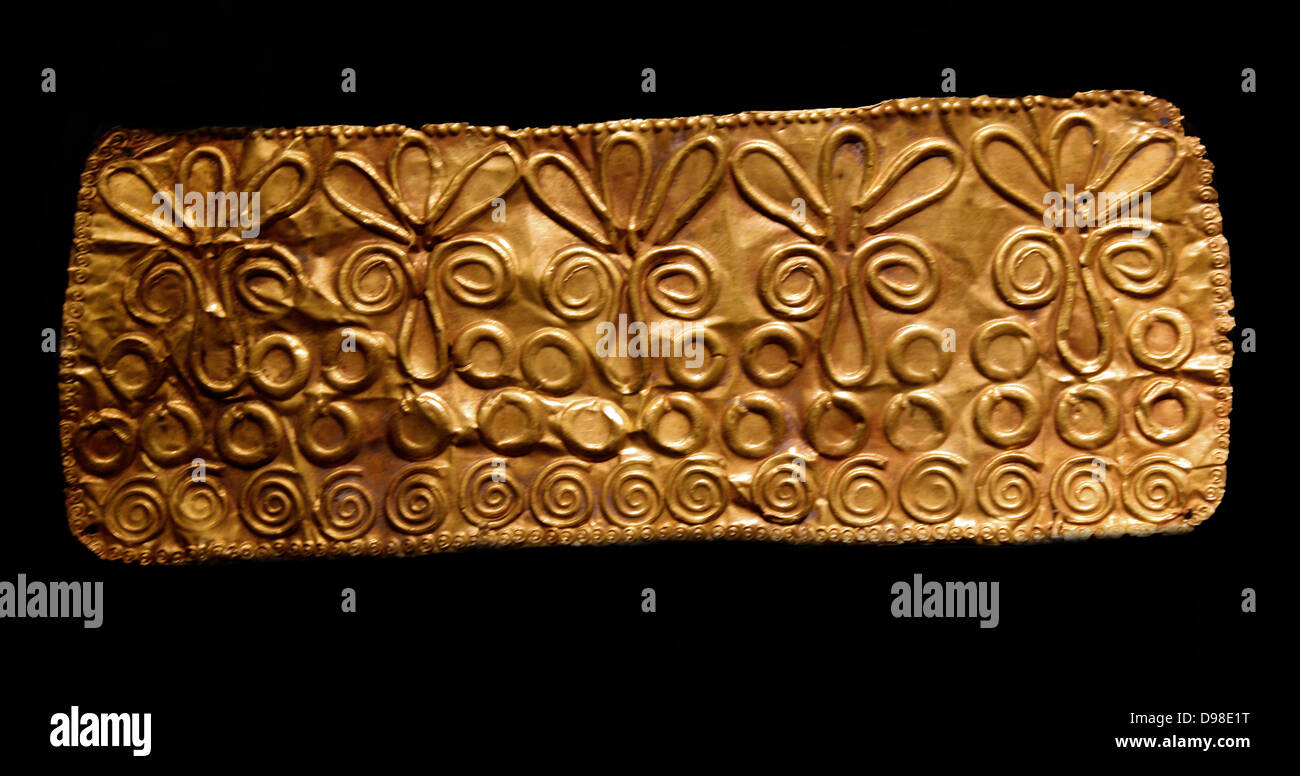 Bronze dirk (dagger) blade, upper part of the midrib decorated with a herringbone pattern, 1800-1600 BC.  Clay model - Stock Image