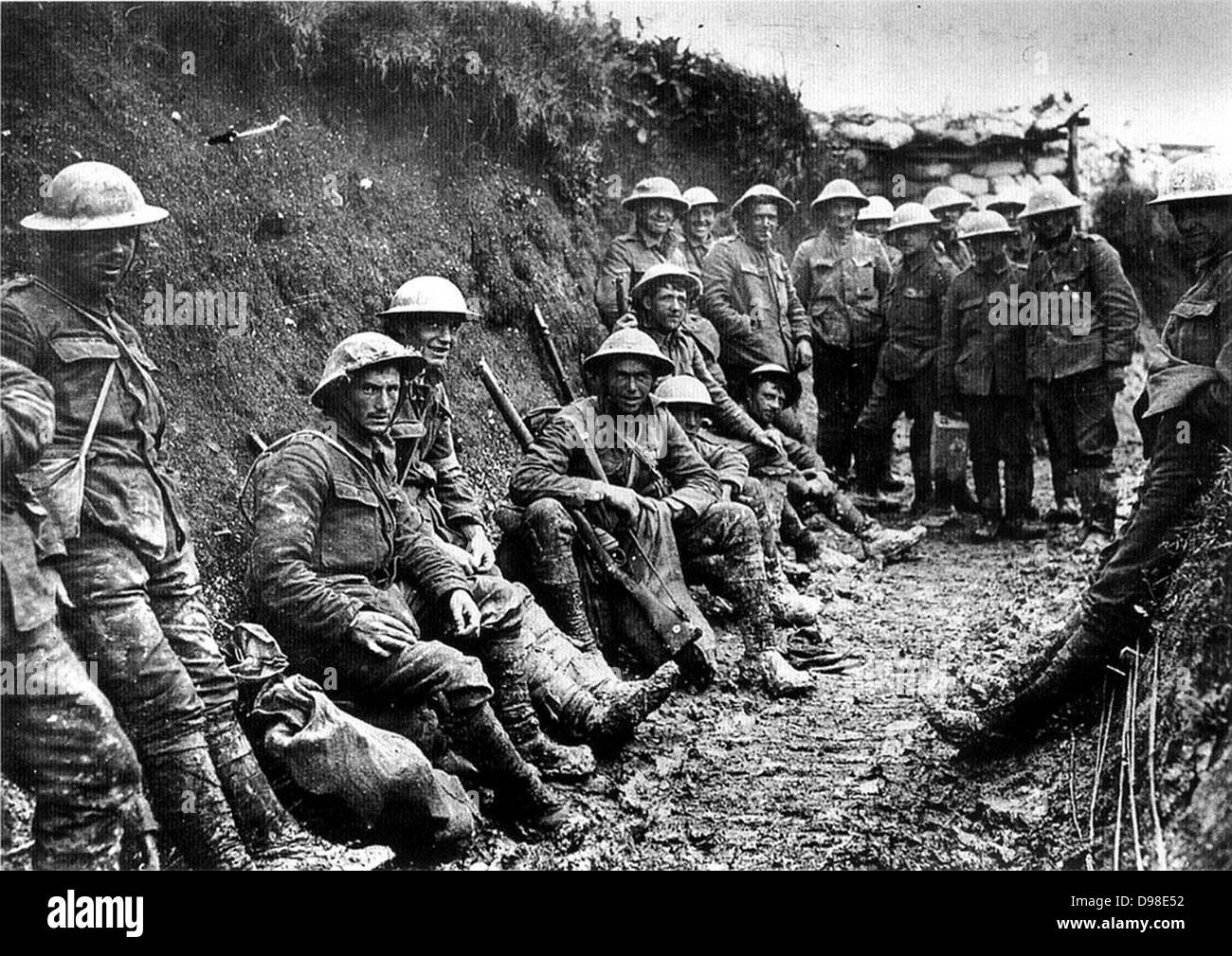 First World War: Party of Royal Irish Rifles in a communication trench on the first day of the Battle of the Somme, - Stock Image