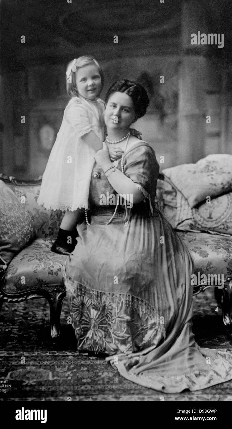 Queen Wilhelmina & Juliana 1910s Wilhelmina  31 August 1880 - 28 November 1962) was Queen regnant of the Kingdom - Stock Image