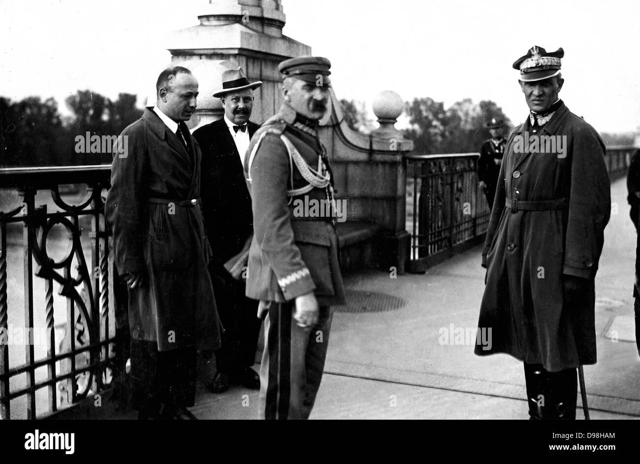 marshall Josef Pi?sudski on the Poniatowski Bridge, Warsaw, 12 May 1926, during the May Coup d' État. Also present Stock Photo