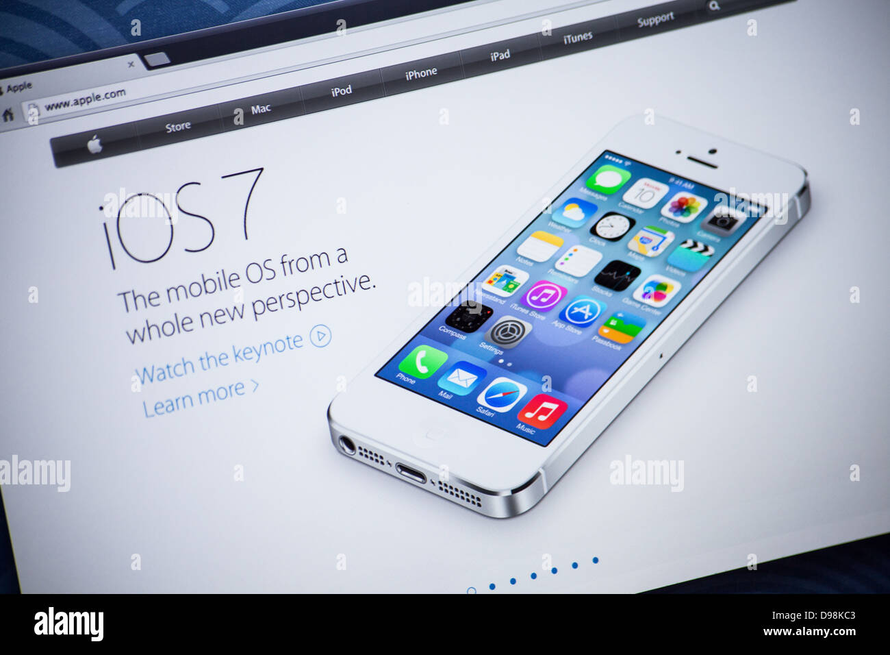 Apple website screenshot with iOS 7 presentation page - Stock Image