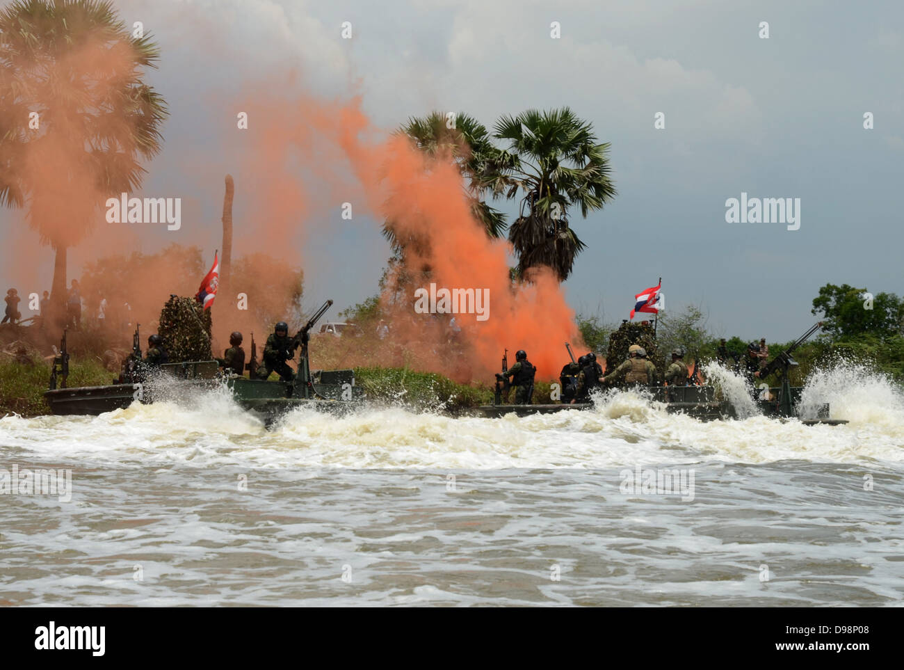 NAKHORNNAYOK RIVER, Thailand (June 8, 2013) Sailors assigned to Maritime Civil Affairs and Security Training, Security Stock Photo