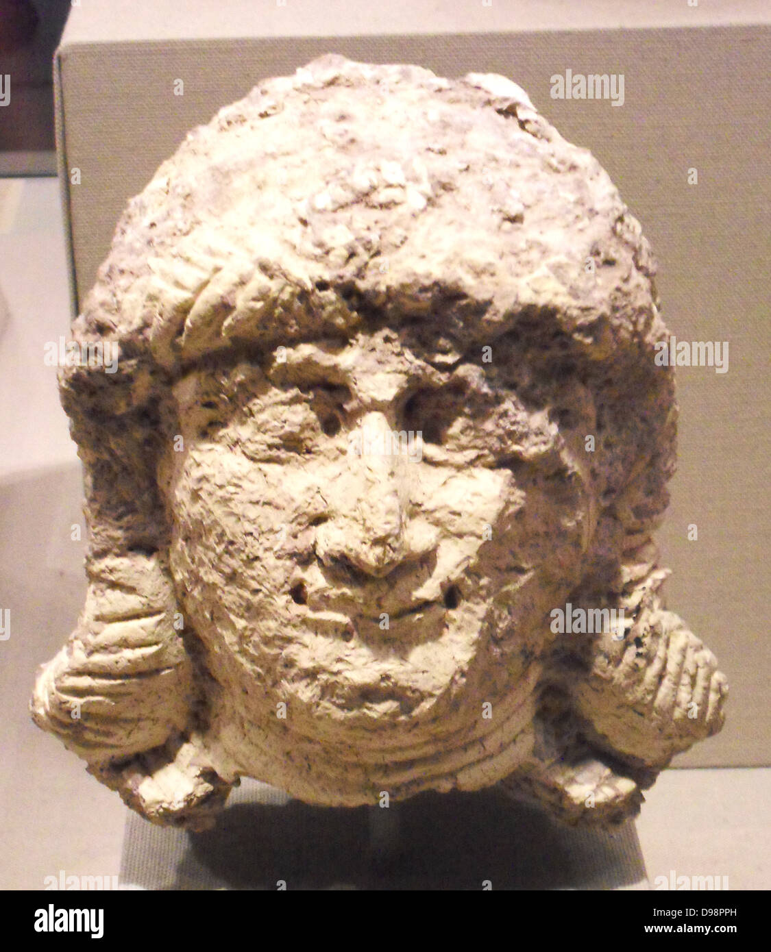 Head of a female, Old Babylonian. ca. 2000–1600 B.C. from Southern Mesopotamia. Ceramic - Stock Image