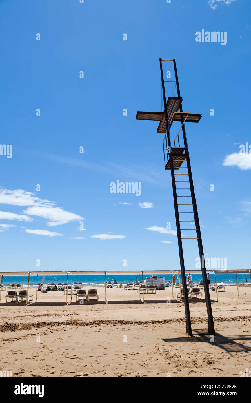 Unoccupied lifeguard platform on  the beach. - Stock Image
