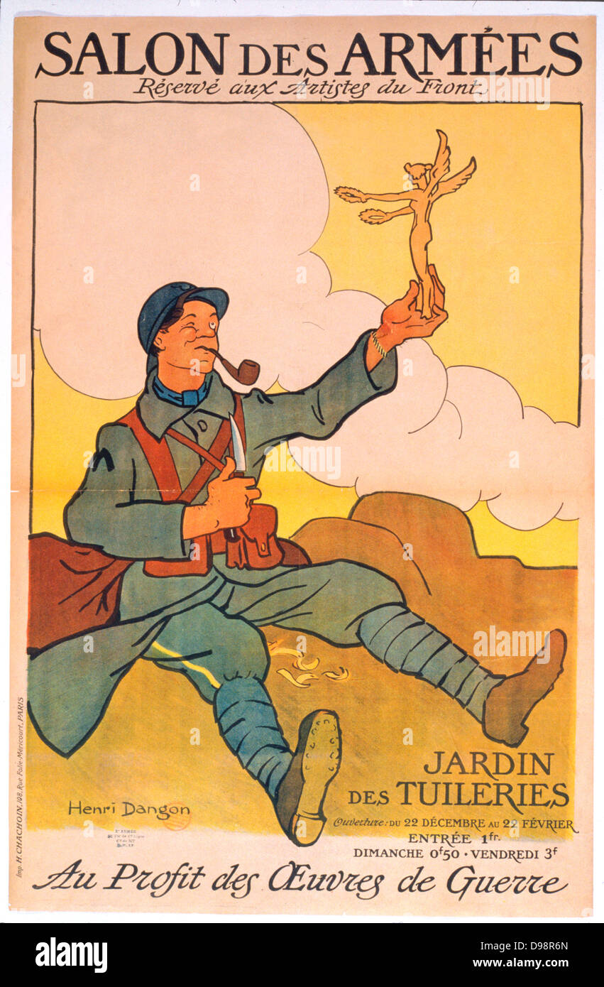 World War I 1914-1918: French frontline soldier holding statue of Victory he has carved. Winning poster by Henri - Stock Image