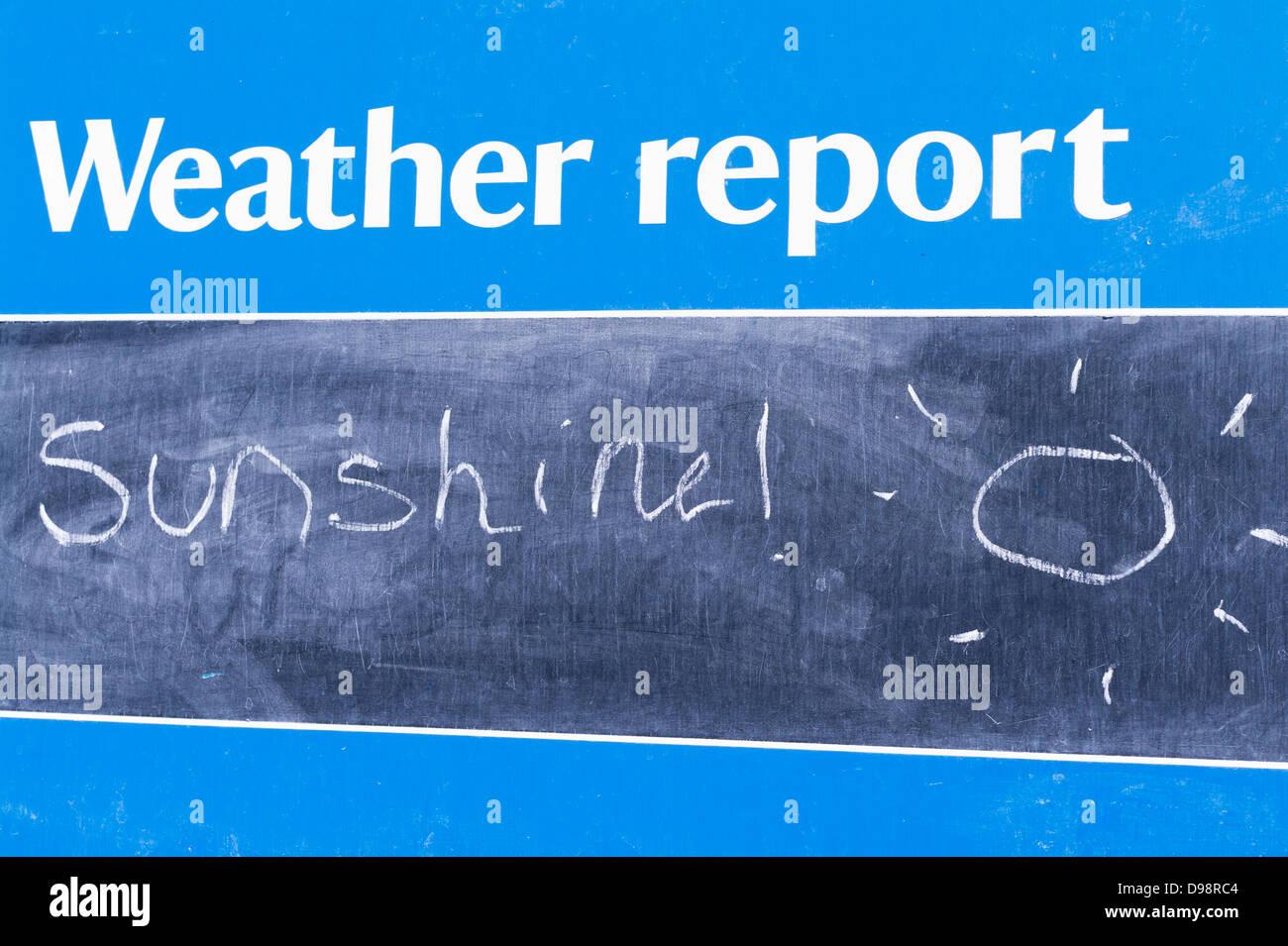 Chalkboard weather report sign predicting sunshine - Stock Image