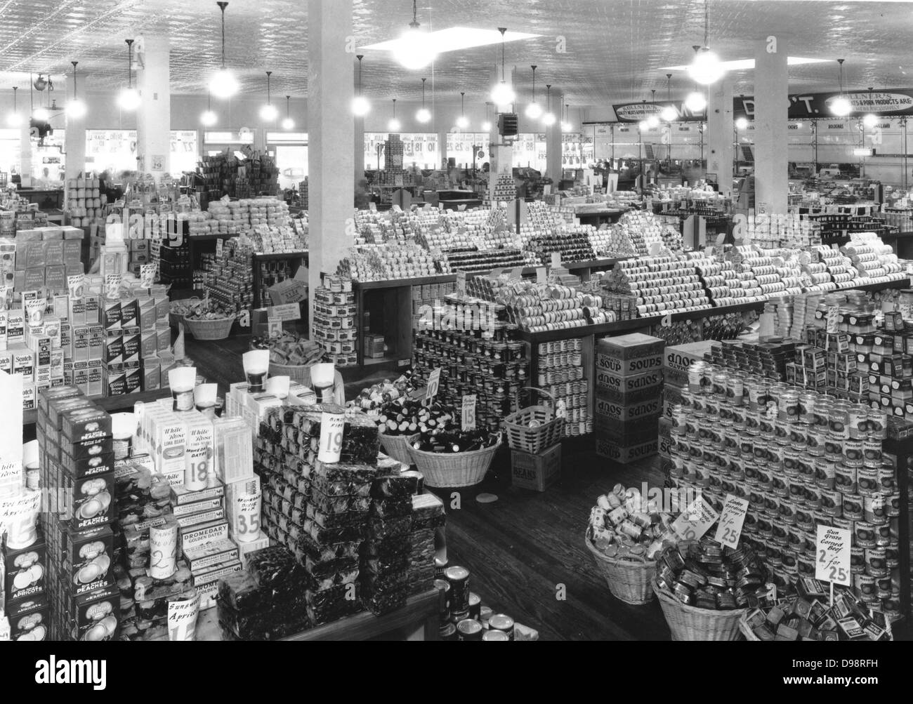 Well stocked shop in USA 1920's - Stock Image