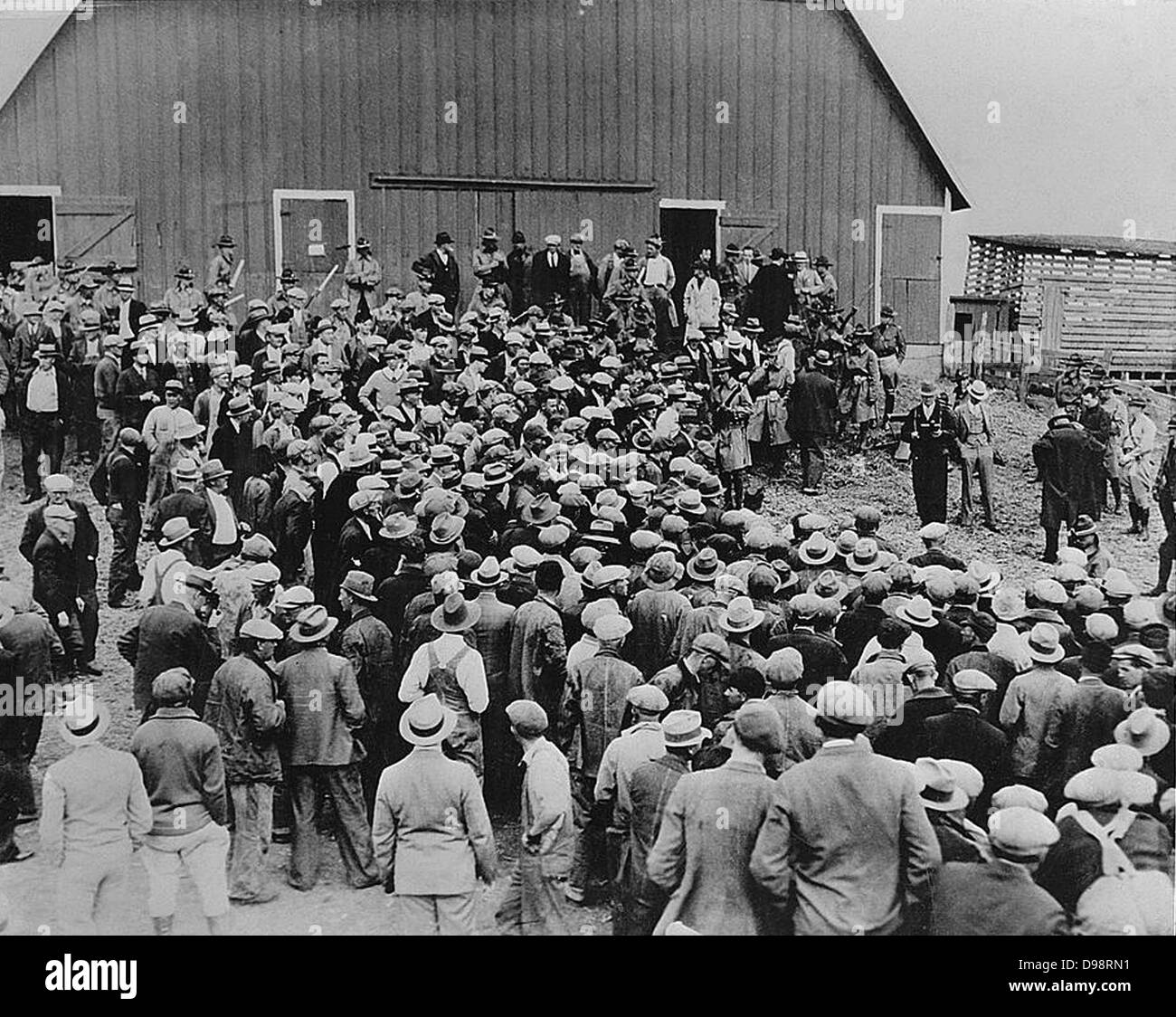 Depression in the United States, early 1930s. A foreclosure sale in Iowa brought about by inflation. Military police - Stock Image