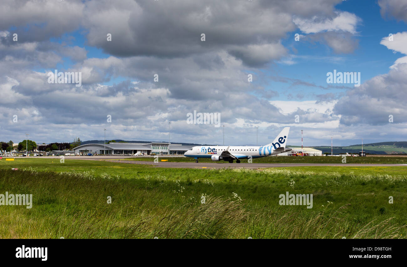 INVERNESS DALCROSS AIRPORT BUILDINGS AND AIRCRAFT ARRIVING ON APRON SCOTLAND - Stock Image