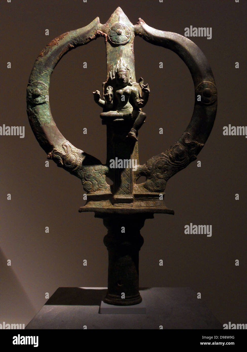 Trident Mariyammai bearing the image of the Hindu goddess of smallpox. Chola dynasty (850-1100 AD) bronze sculpture - Stock Image