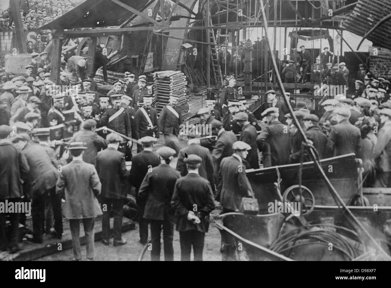 Cardiff mine disaster [1913 Oct.] Photo shows the Sengenydd Colliery Disaster, Sengenydd, Wales. 439 men died in - Stock Image