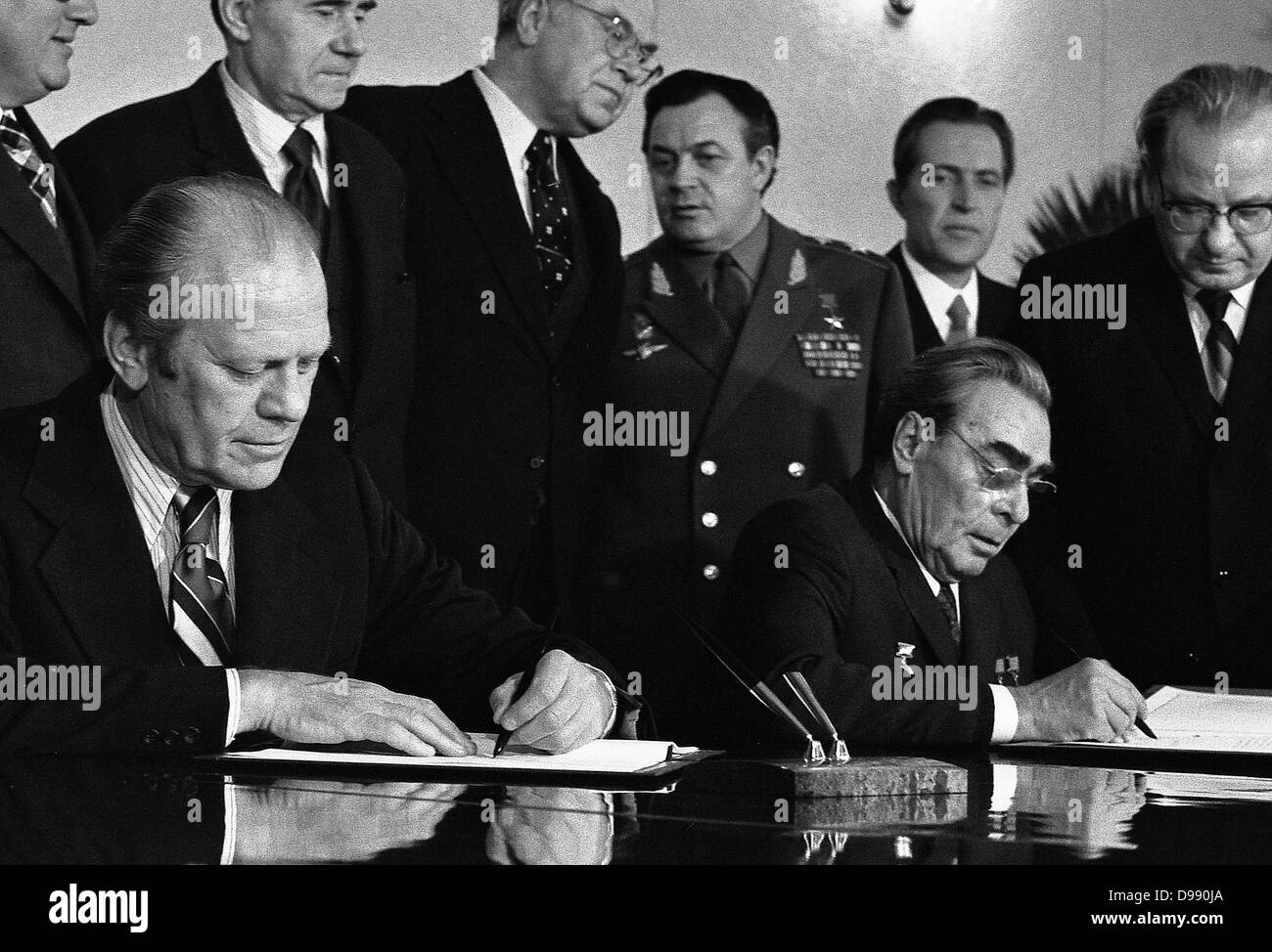 President Gerald Ford and Soviet General Secretary Leonid Brezhnev sign a Joint Communiqué following talks - Stock Image