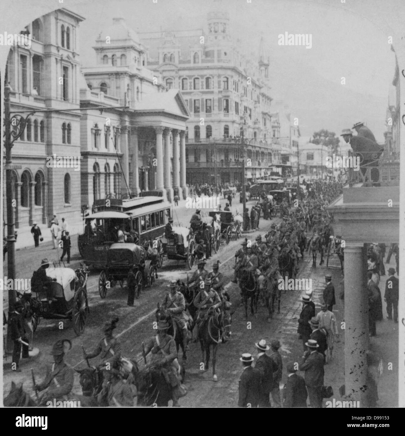 Second Boer War 1899-1900: South African Light Horse proceeding along Adderly Street, Cape Town, to entrain for - Stock Image