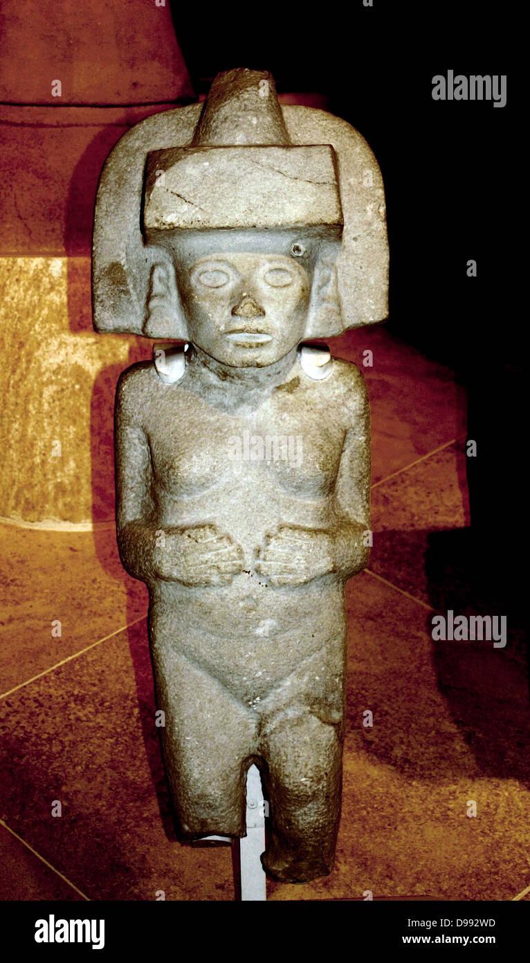 Stone sculpture of Huaxtec female deity. 900-1400 AD, Mexico. Pre-Columbian Mesoamerican Mythology - Stock Image
