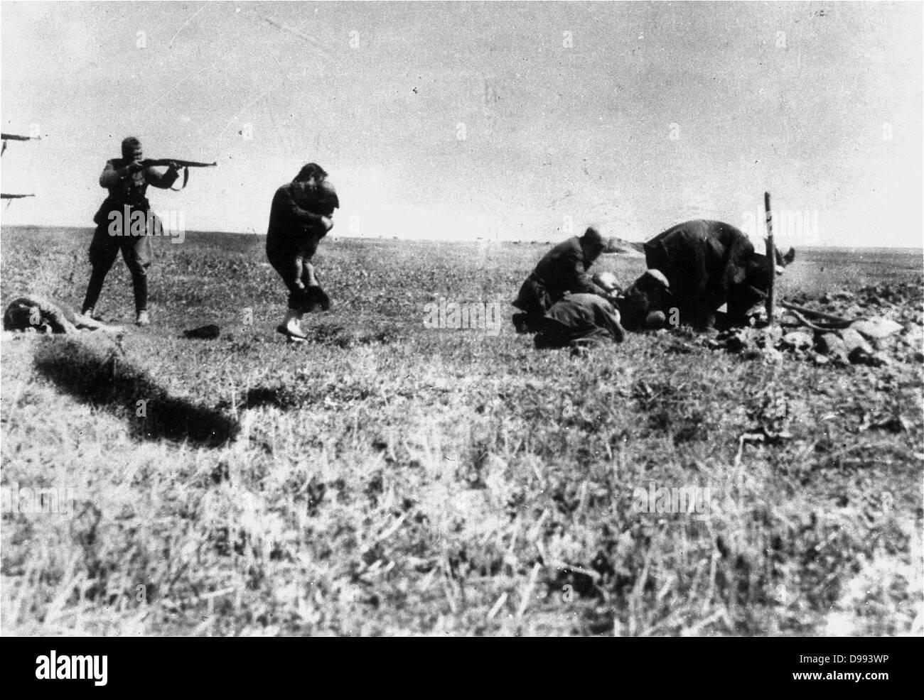 Execution of Kiev Jews by German army mobile killing units (Einsatzgruppen) near Ivangorod Ukraine 1942. World War Stock Photo