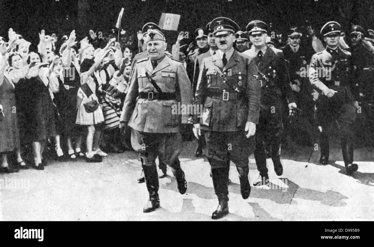 Adoph Hitler and Benito Mussolini in Munich, 18 June 1940, to discuss terms for an armistice with France. Behind - Stock Image