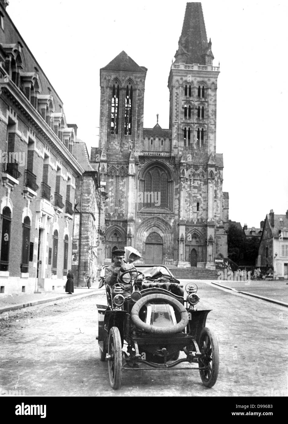 France c 1910, vintage car in a regional town - Stock Image