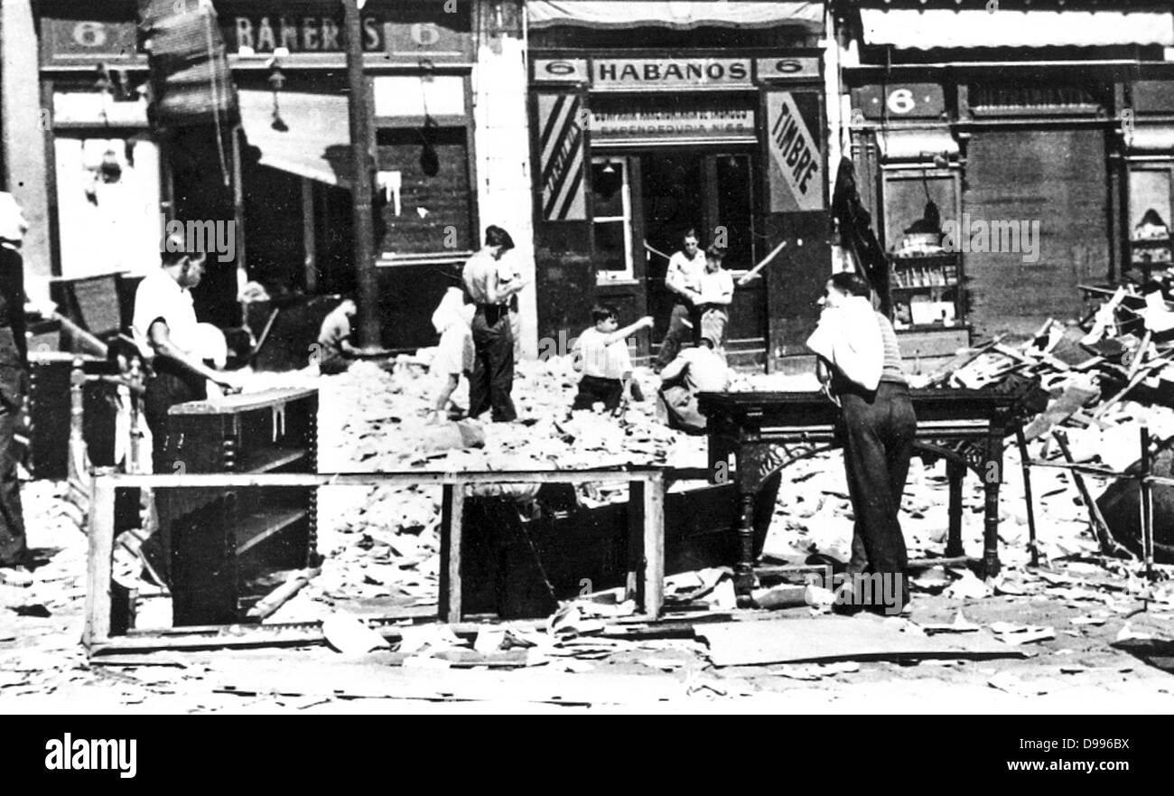 Bomb damaged street in Guernica during the Spanish Civil War 1937 - Stock Image