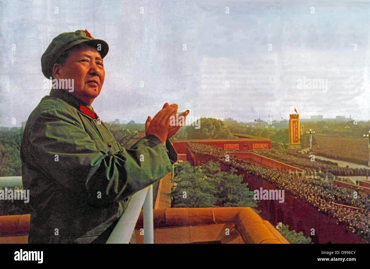 Mao Ze Dung, Chinese political leader. (1893 - 1976) reviews Red Guards 1966 - Stock Image