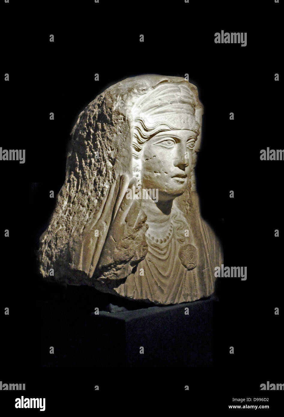 Limestone bust of a woman from Palmyra, Syria. Roman 80-120 AD - Stock Image