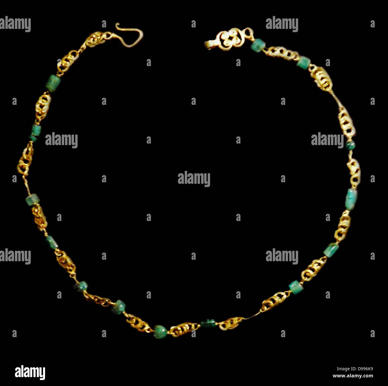 Childs gold necklace with Lapis Lazuli AD 50-120 Roman - Stock Image