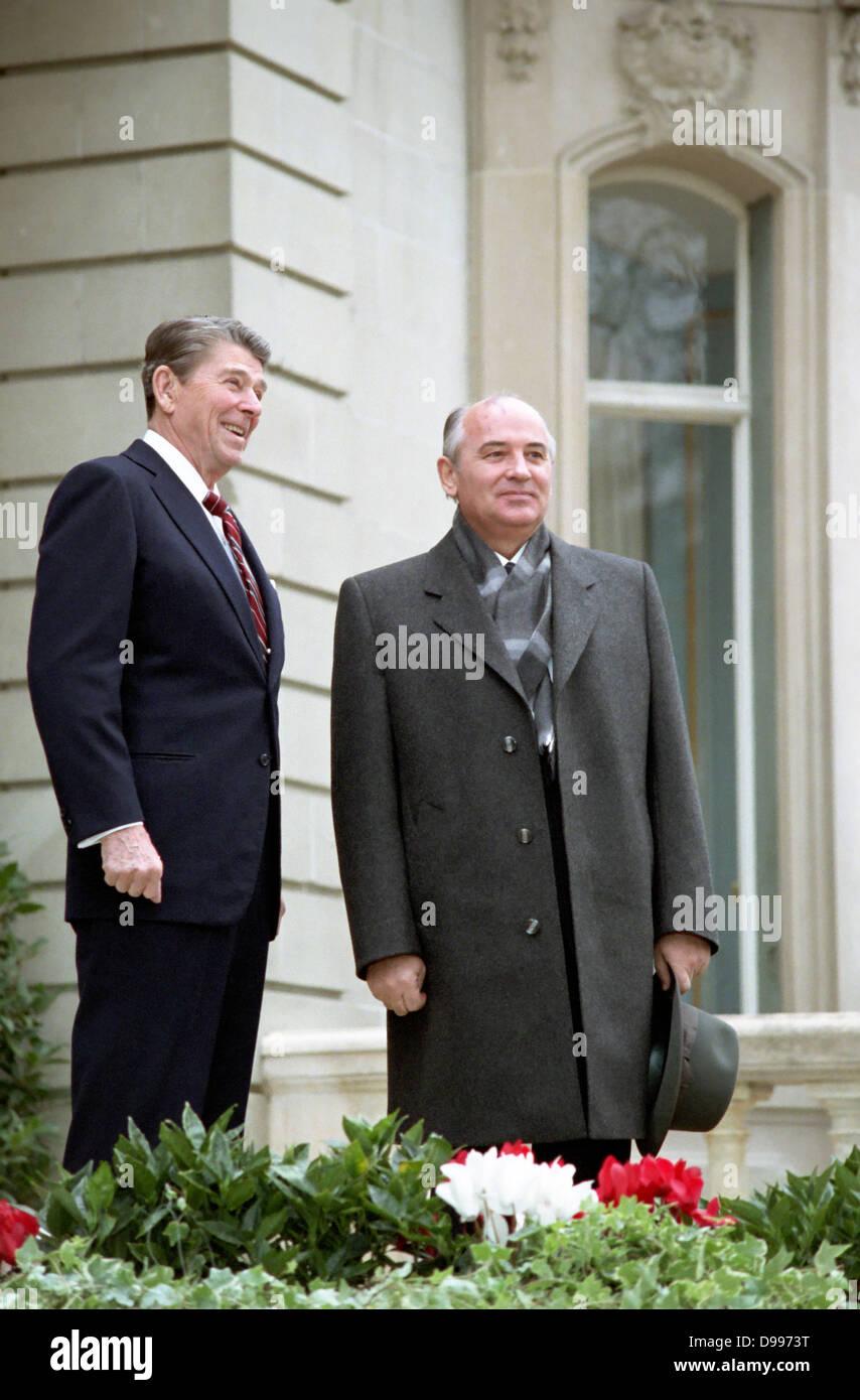Soviet leader Mikhail Gorbachev and US President Ronald Reagan at the Geneva Summit 1985 - Stock Image