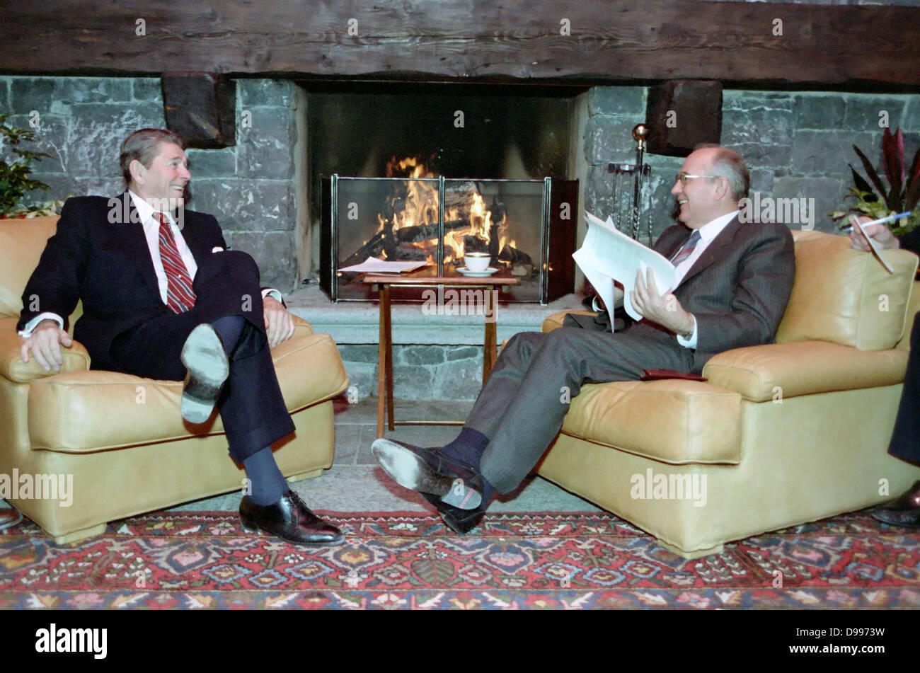 Soviet leader Mikhail Gorbachev and US President Ronald Reagan at the Geneva Summit 1986 - Stock Image