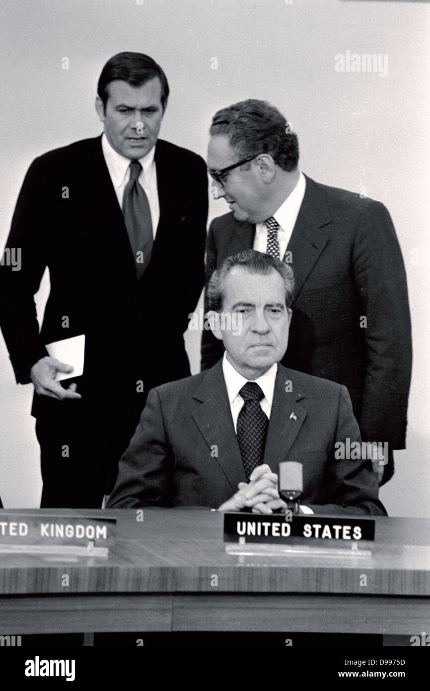 Left to Right: US special advisor Donald Rumsfeld, National Security Advisor Henry Kissinger and US President Nixon - Stock Image