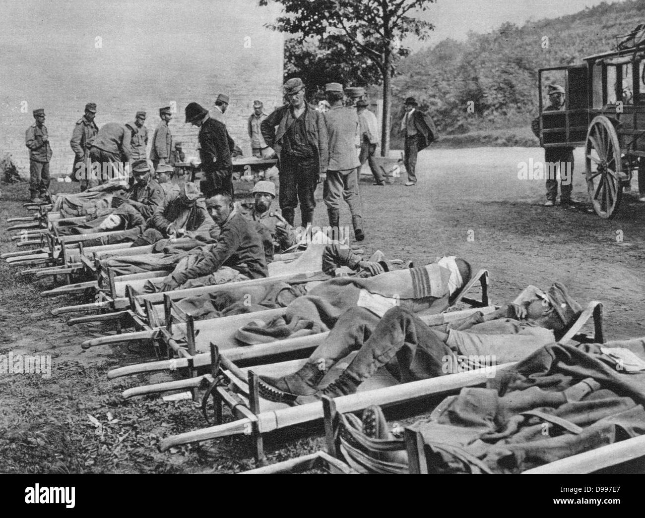 World War I 1914-1918: Wounded Austrian soldiers waiting on stretchers outside a field hospital; One of the Battles - Stock Image