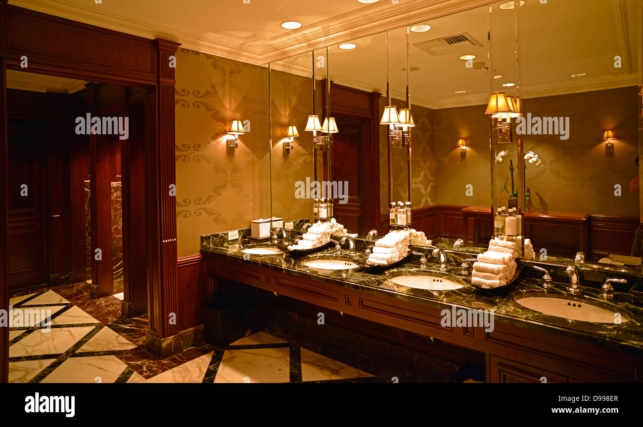 Indoor photograph toilets, Beverly Wilshire Four Season's hotel, known from Pretty Woman, Wilshire boulevard, - Stock Image