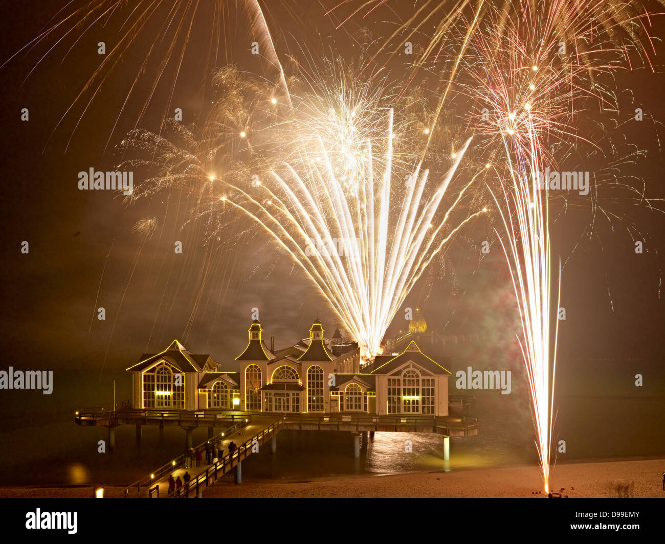 Fireworks On Water Stock Photos & Fireworks On Water Stock Images ...