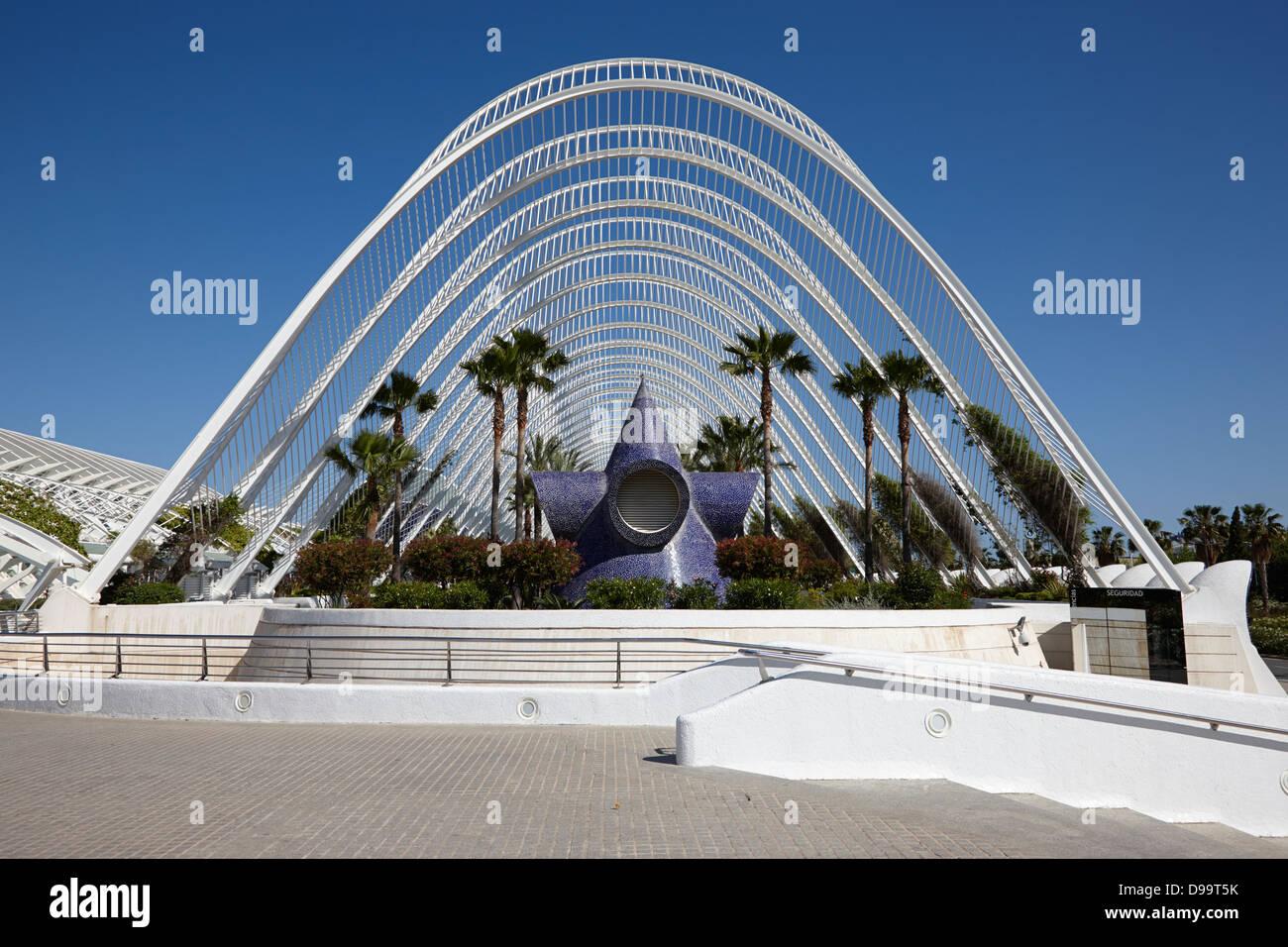 l'umbracle landscaped walk walkway city of arts and sciences ciutat de les arts i les ciencies valencia spain - Stock Image