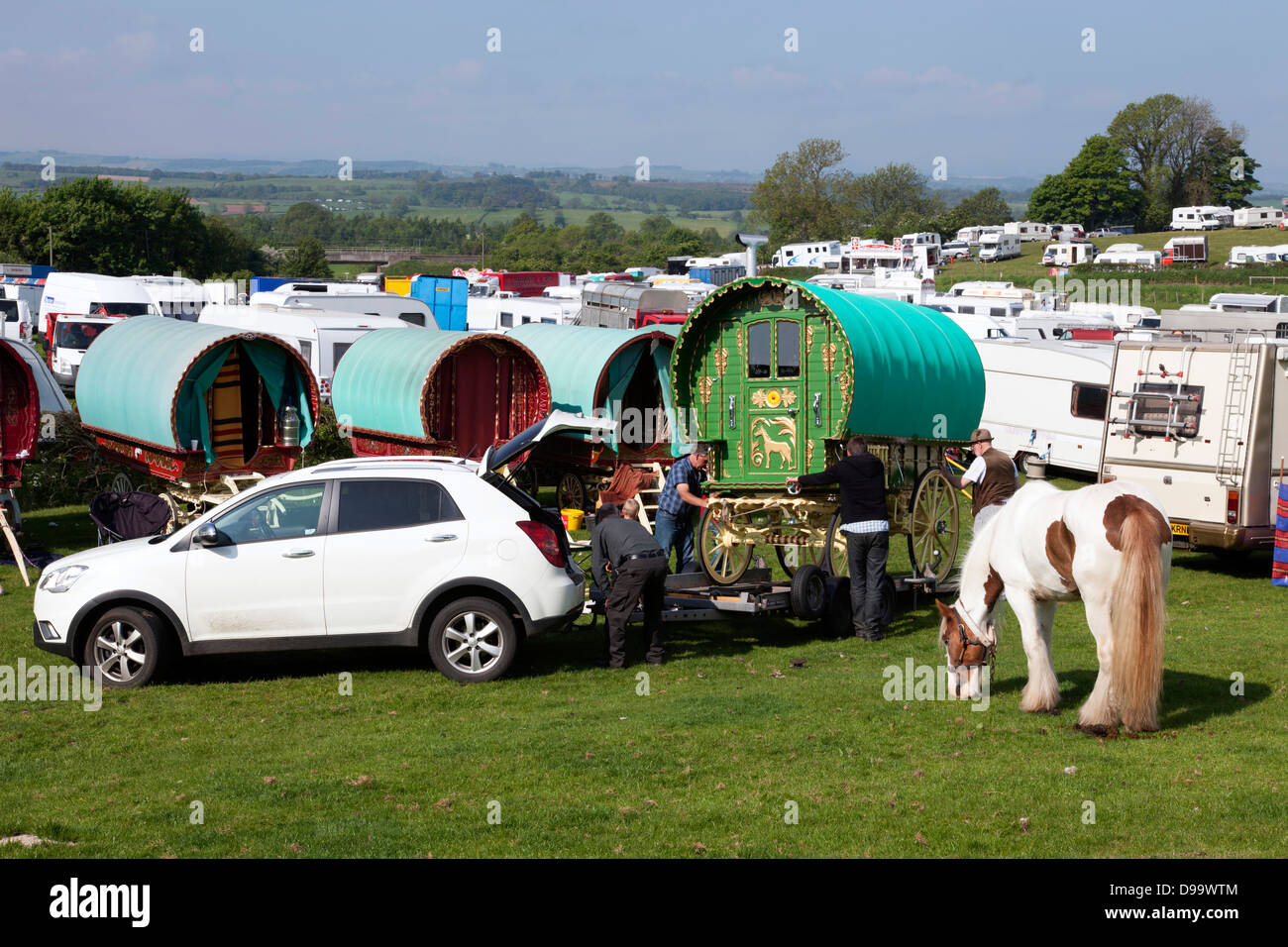 Travellers unloading a bow top gypsy caravan at the Appleby Horse Fair, Appleby-in-Westmorland, Cumbria, England, Stock Photo
