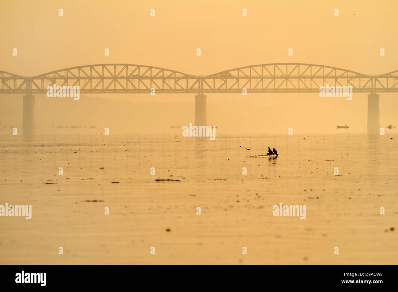View at the polluted Ganges river in Varanasi, Uttar Pradesh, India - Stock Image
