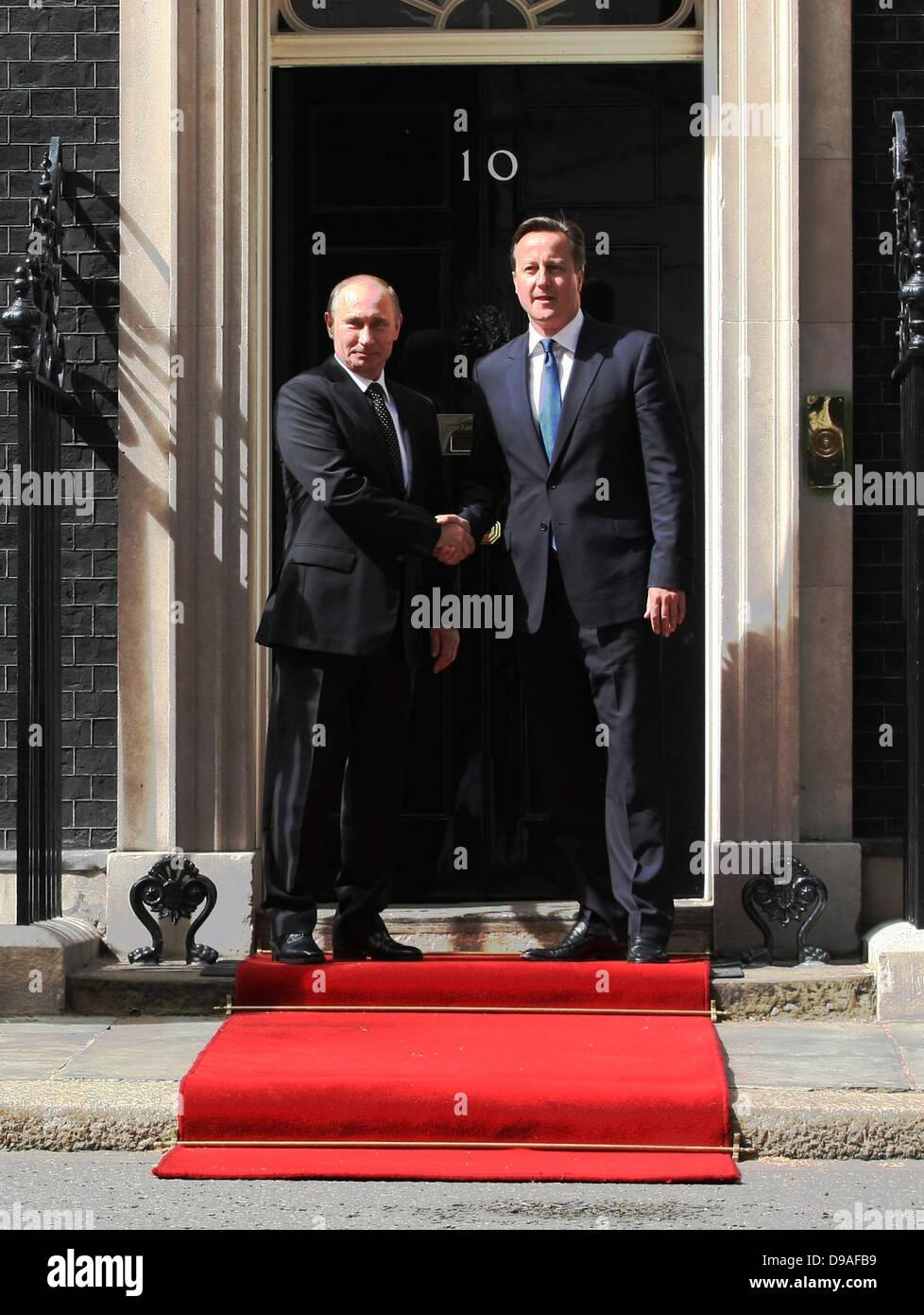 VLADIMIR PUTIN & DAVID CAMERON RUSSIAN PRESIDENT AND BRITISH 16 June 2013 10 DOWNING STREET  LONDON ENGLAND Stock Photo