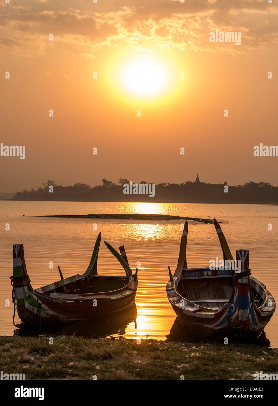 Sunrise over fisherman's boat by Ubein bridge Mandalay Burma Myanmar Stock Photo