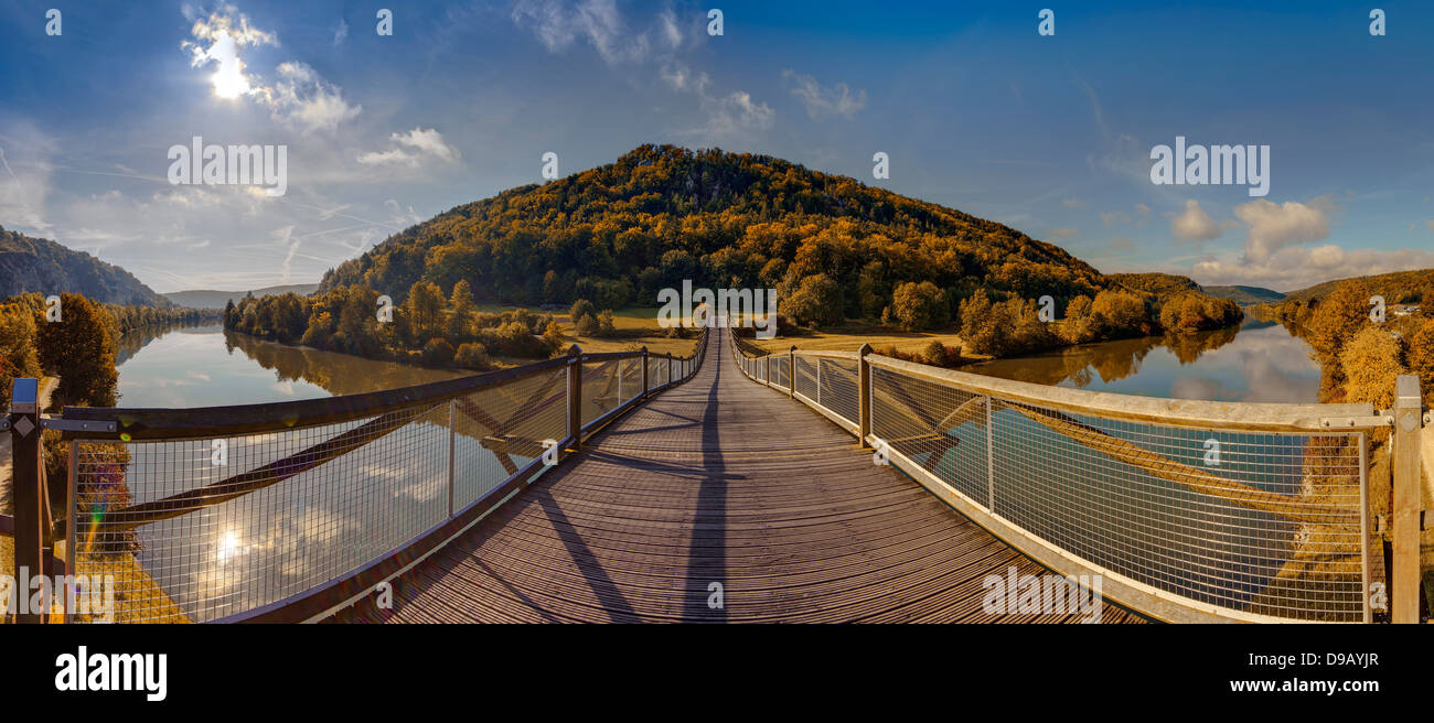 Germany, Bavaria, View of wooden Tatzelwurm Bridge at Altmuhl River - Stock Image