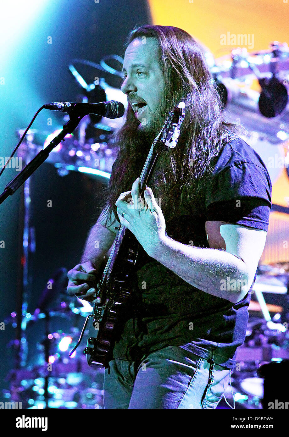 John Petrucci of Dream Theater performing at Manchester O2 Apollo. Manchester, England - 09.02.12 - Stock Image