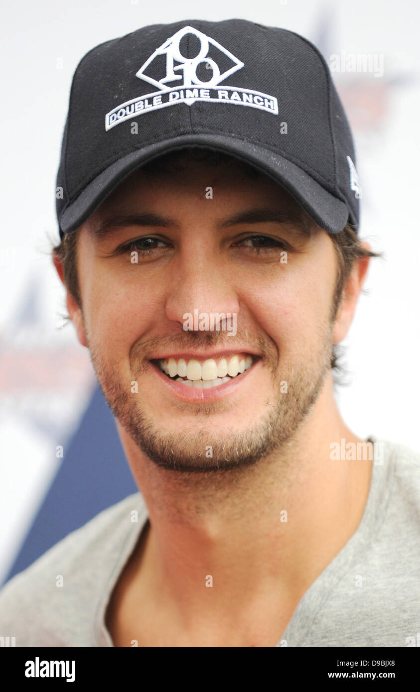 Luke Bryan Arrives To Perform At The Kiss Country Chilli Cookoff
