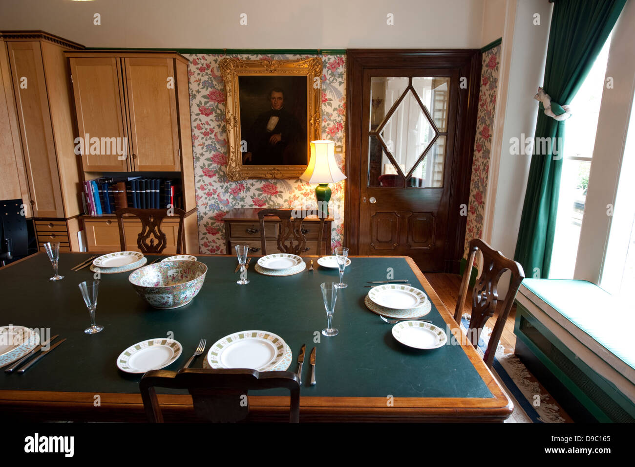 Superbe Traditional English Country Dining Room Stock Photos ...