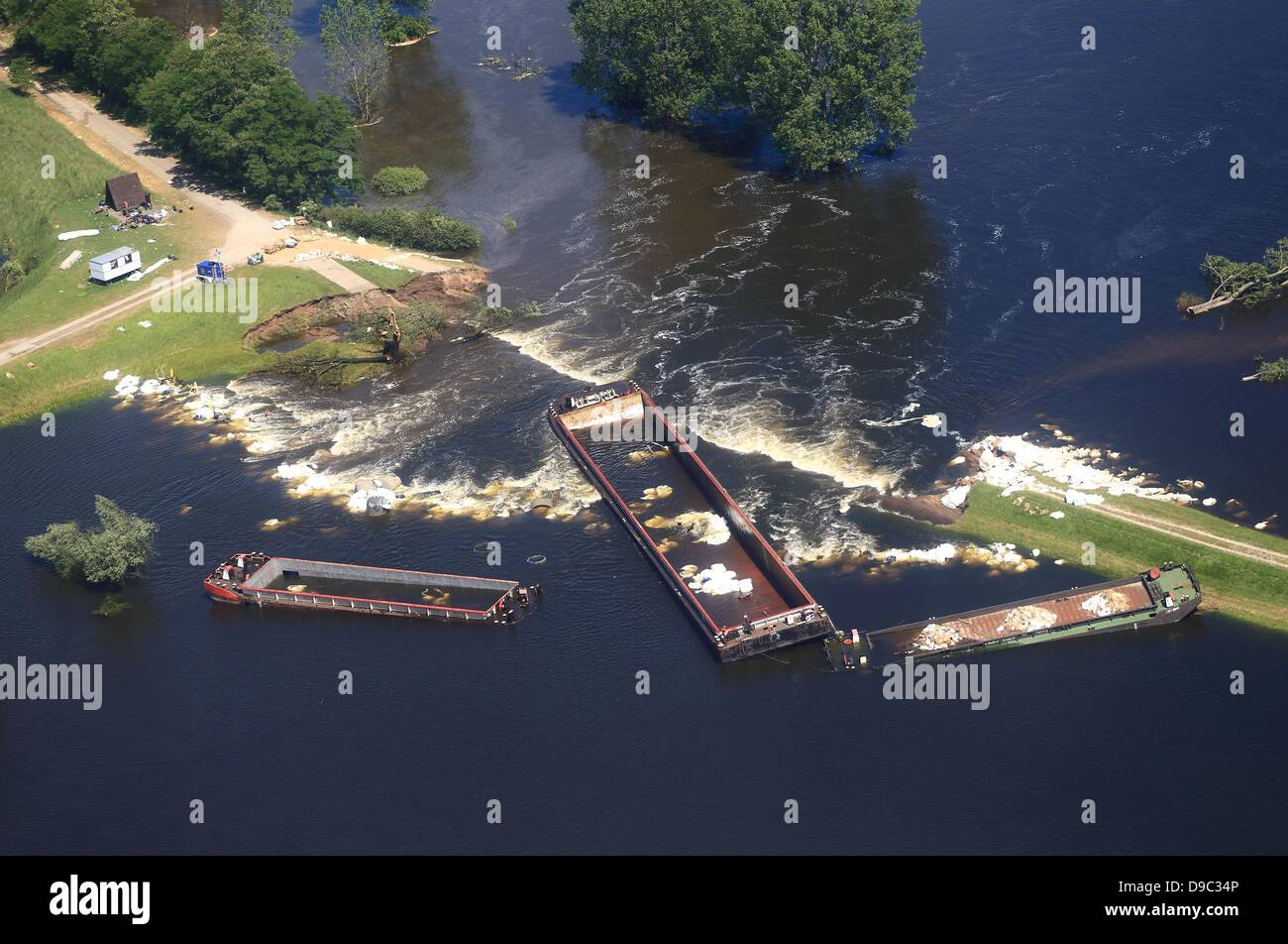 Deliberately placed river barges block the gap of a breached dam in Fischbeck, Germany, 17 June 2013.  The Bundeswehr, - Stock Image