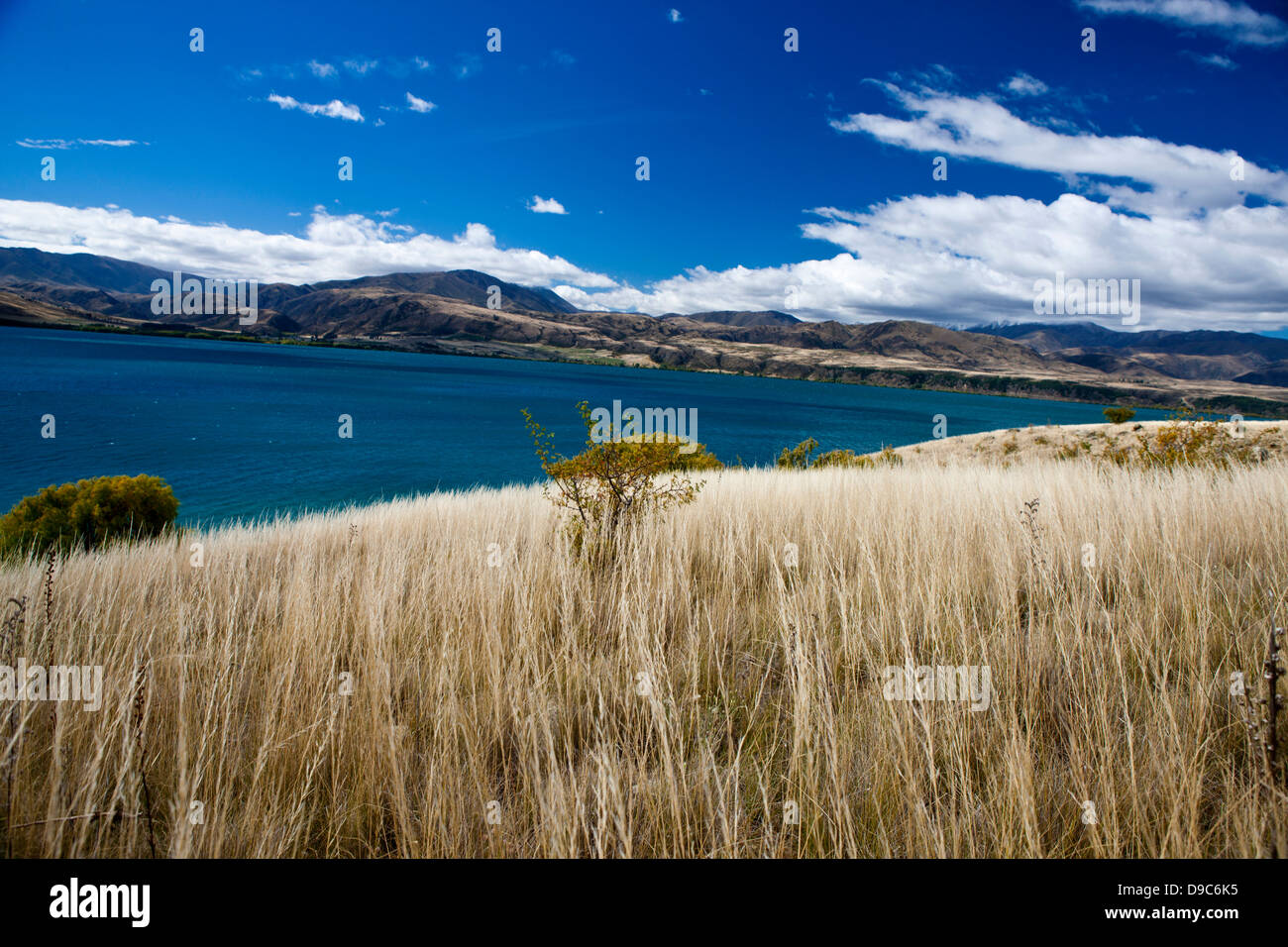 Mountainous landscape with hills and vegetation, near Cromwell, Central Otago, South Island, New Zealand - Stock Image
